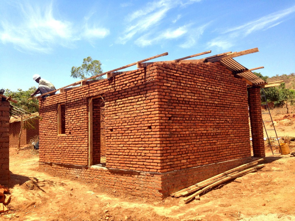 Day 6: The roof is ready to be installed!